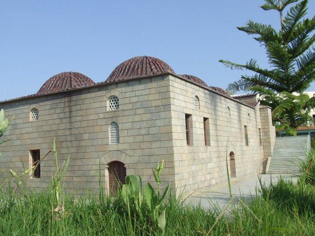 Moschee m. kanneliertem Minarett – Antalya